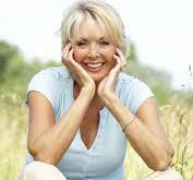 Donna in menopausa che sorride